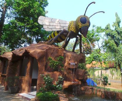 Bermain dan Belajar di Taman Lebah Wiladatika Bersama Buah Hati